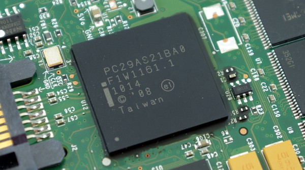 Intel SSD 320 controller