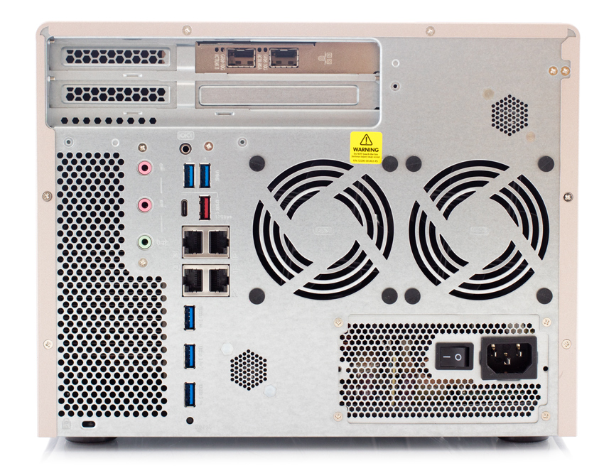 QNAP TS-877