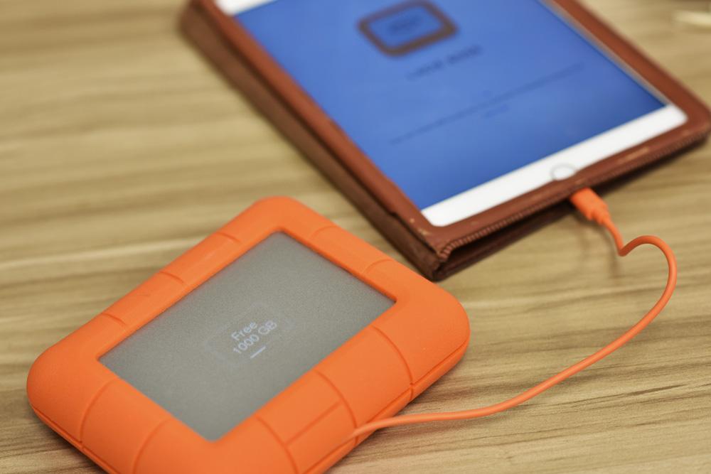 LaCie Boss SSD Display Ipad App Plugged in