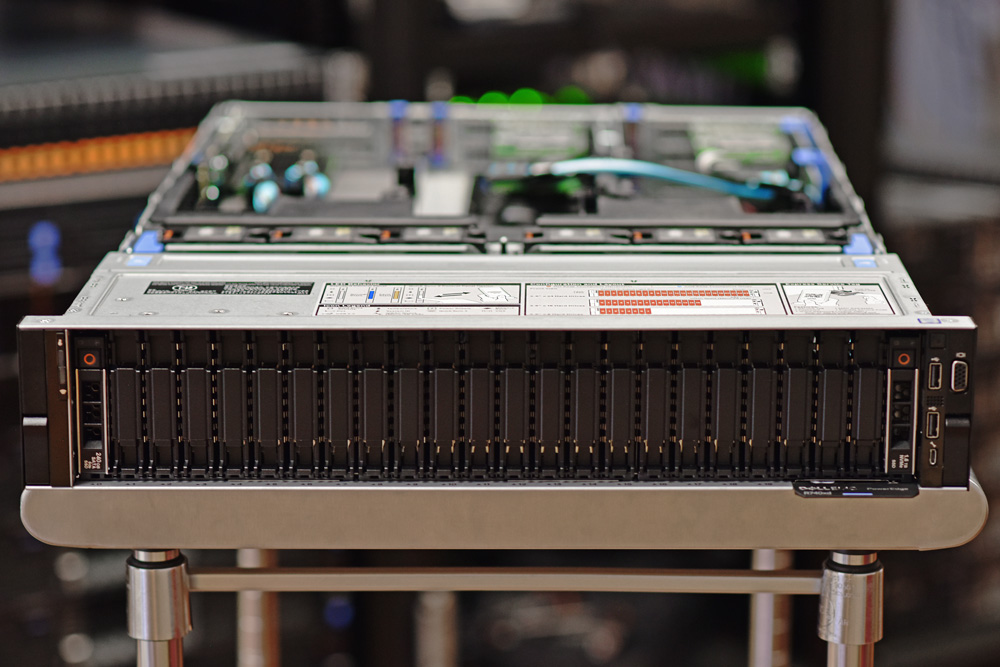 بررسی سرور Dell EMC PowerEdge R740xd NVMe