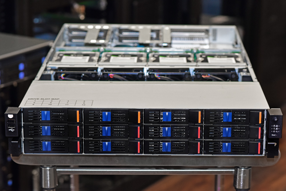 Advantech SKY-7221 Server front
