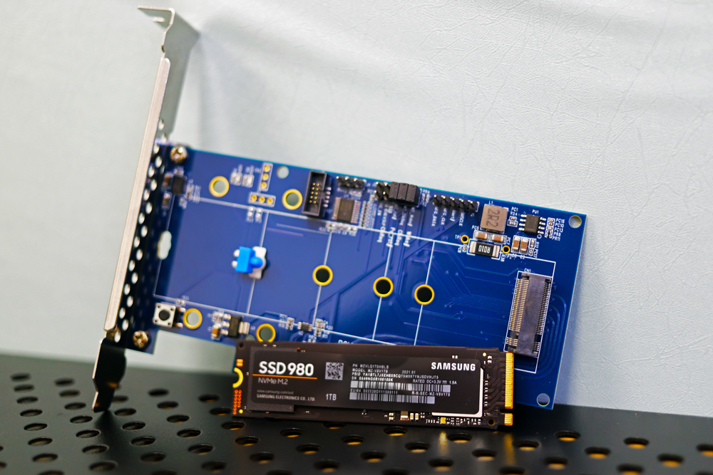 Samsung 980 with item