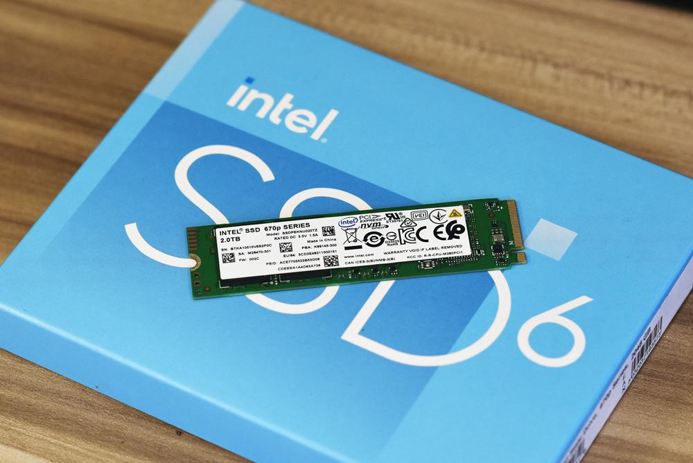 intel ssd 670p front on box