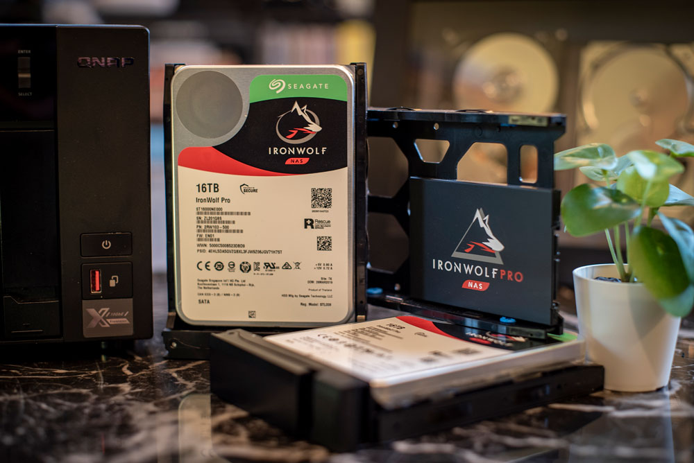 QNAP TVS-872XT disks