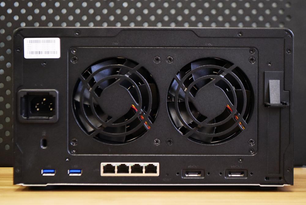 Synology DiskStation DS1621+ back