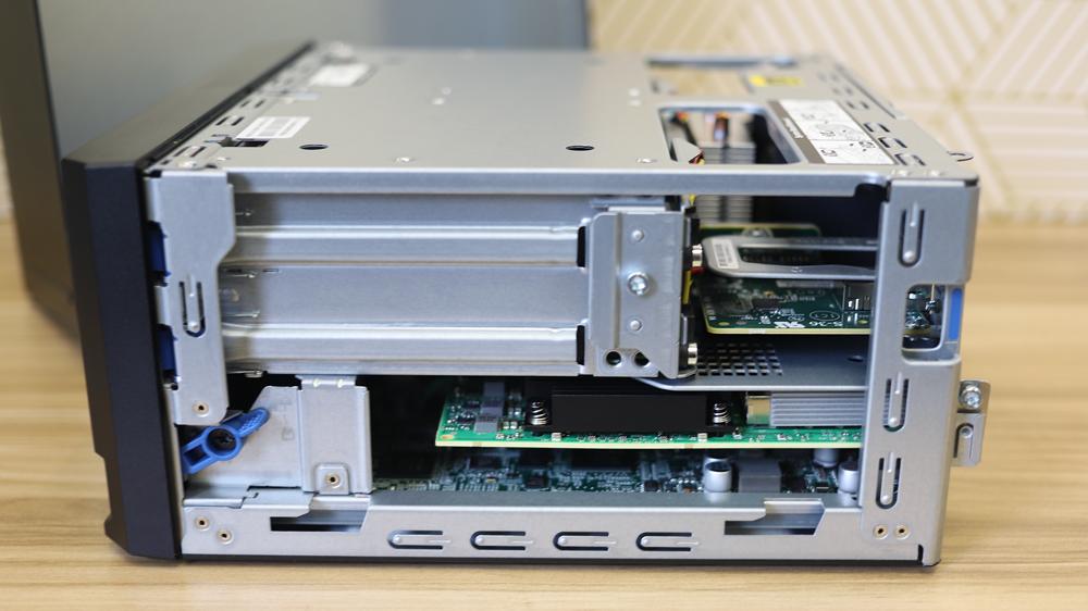 HPE ProLiant Gen10 MicroServer side