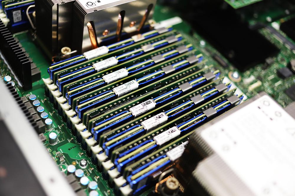 Intel Optane Persistent Memory 200 Series bank angle