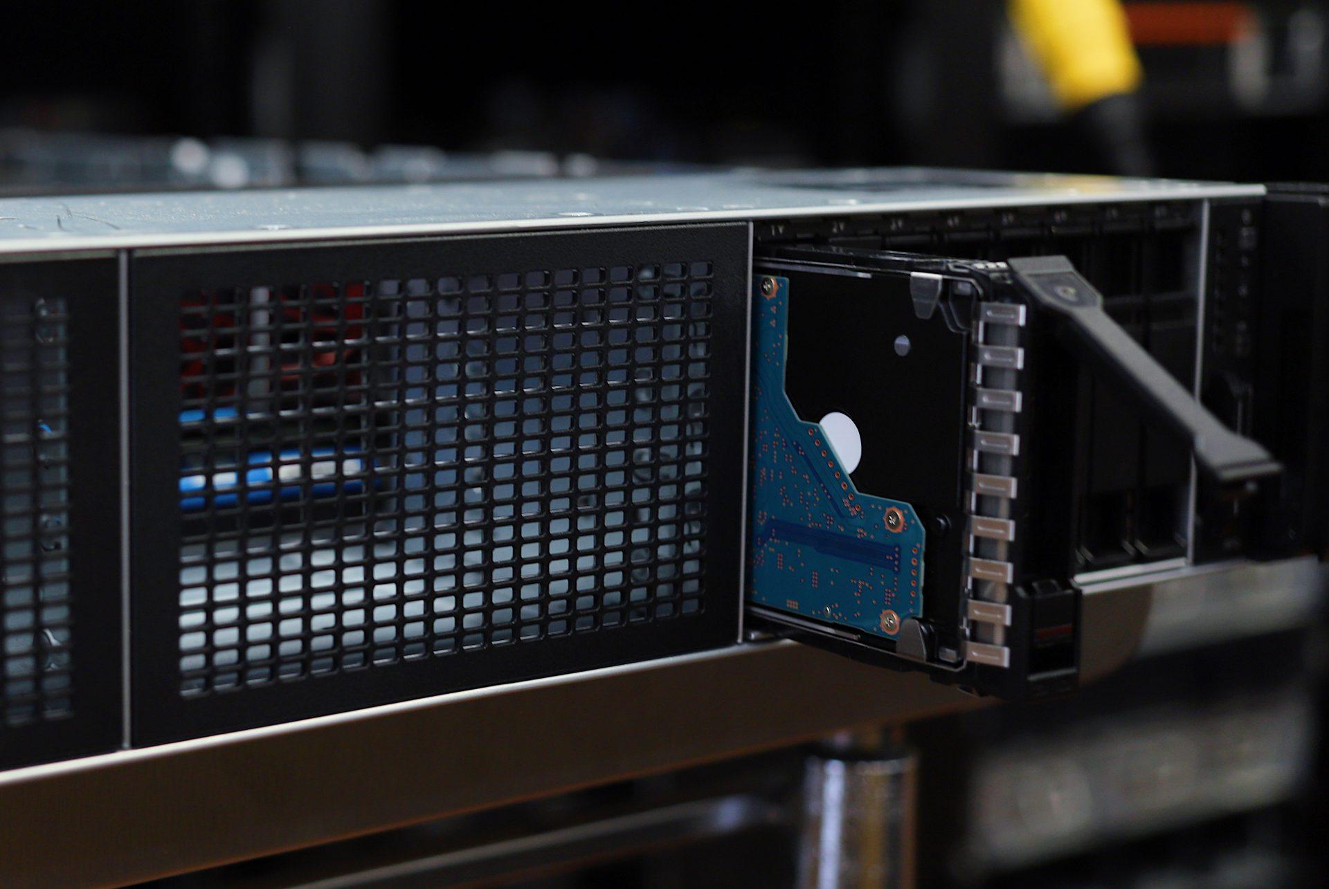 HPE ProLiant DL385 Gen10 Plus V2 drive