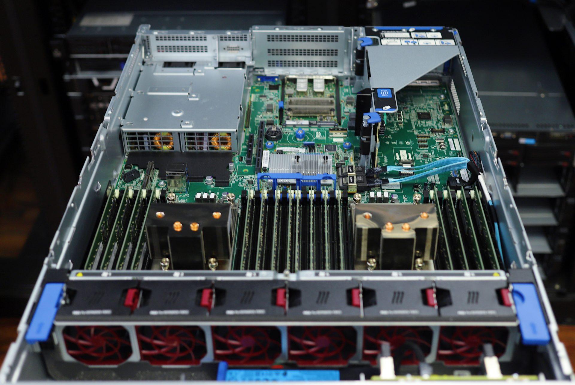 HPE ProLiant DL385 Gen10 Plus V2 open 2