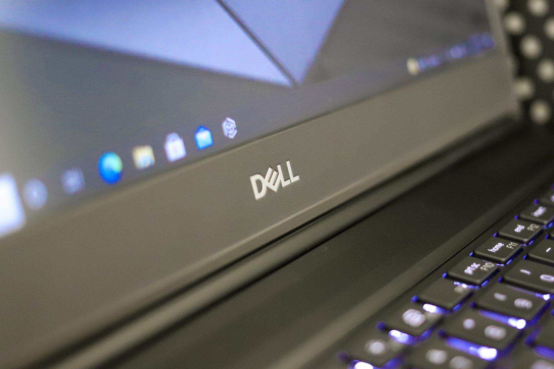 Dell Precision 7560 Lid Detail